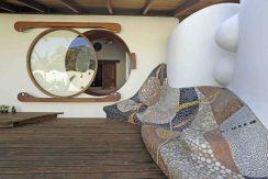 -2624-casa gaudi e finestra disegnata dal proprietario -ph v giannella