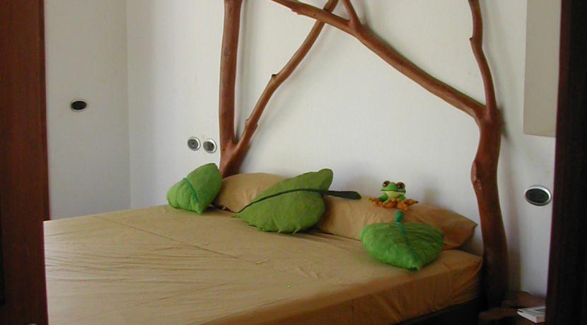 cama cuarto roca